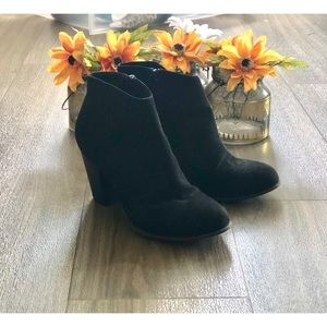 ▪️Old Navy Faux Suede Ankle Heel Boot▪️